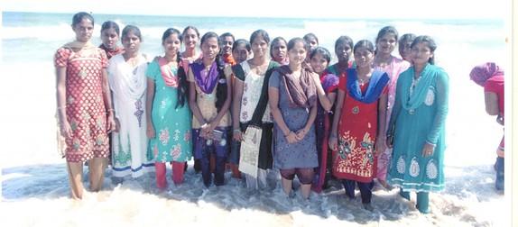 Iniya with her friends at marina beach (2)
