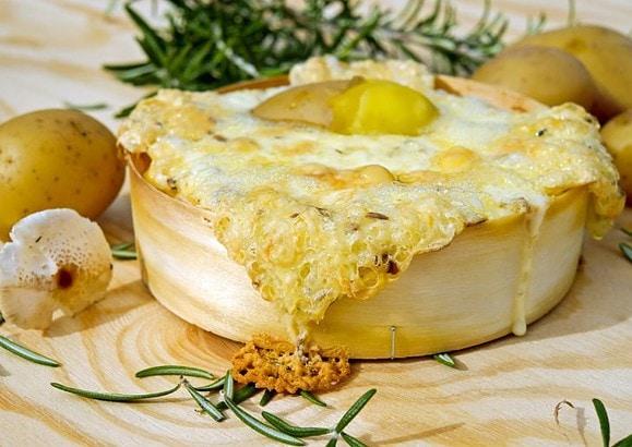 フランスのチーズ料理