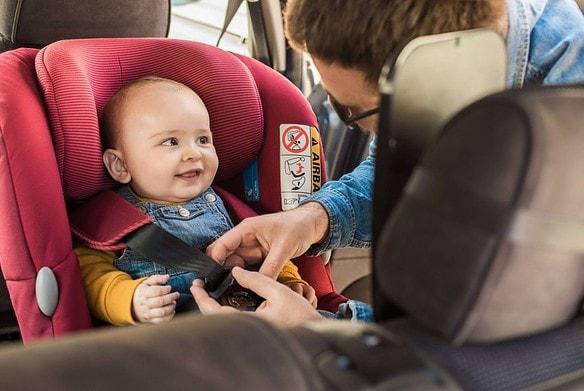 Garder bébé serein en voiture
