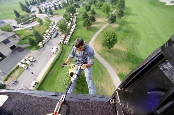 Helicotper descending on ropes