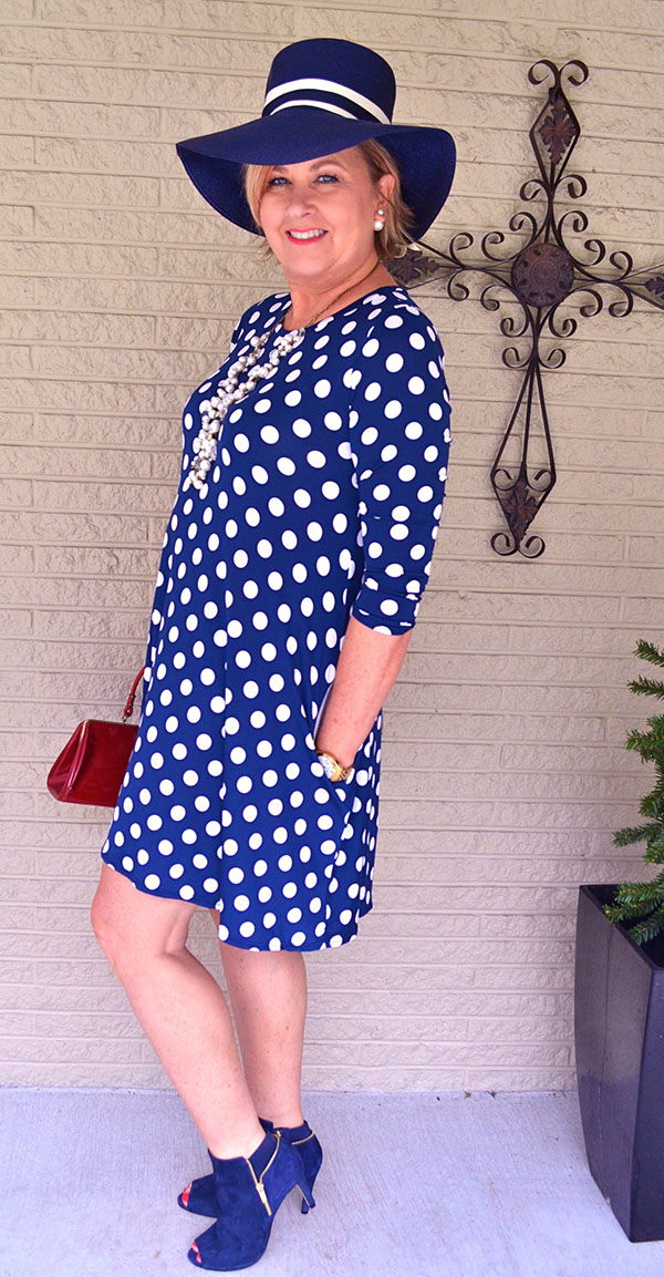 Blue hat and polka dots outfit with Tania |40plusstyle.com