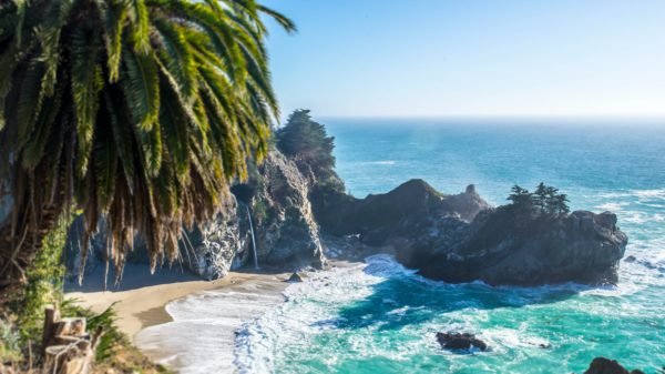 BIG SUR - McWay Falls pon Pacific Coast Highway, California