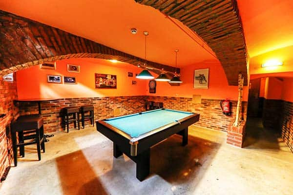 Play billiards with other hostel guests at Do Step Inn Vienna
