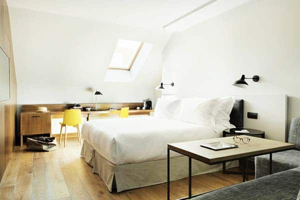 Rooms have natural light windows in Totem Madrid