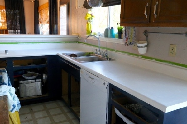 DIY Faux Granite Countertops - Love & Renovations