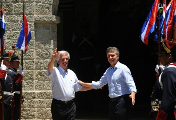 Uruguayan President Tabare Vazquez (L) welcomes his Argentine counterpart Mauricio Macri at the Anchorena presidential ranch in Colonia, Uruguay, on January 7, 2016 (Photo Credit: AFP.)