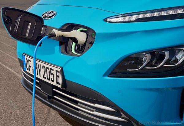 Hyundai Kona Electric_being charged