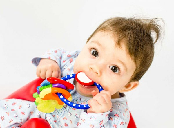 girl chewing on a toy text choosing a sensory chew toy autism