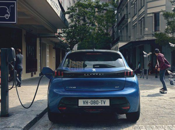 Peugeot e208_'Electric Car of the Year'_2021_charging