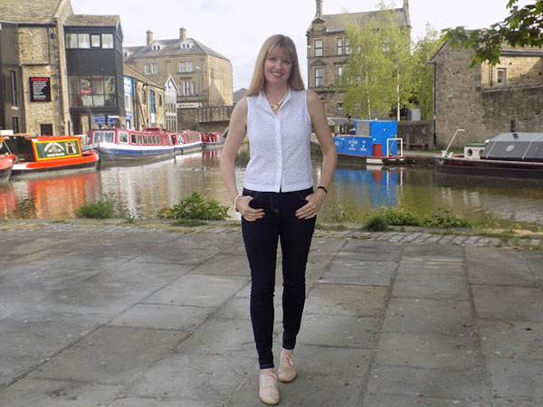 Simple white top and jeans   40plusstyle.com