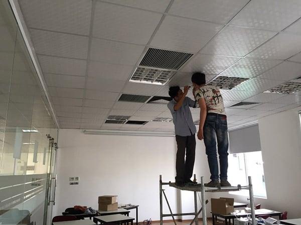 hướng dẫn treo máy chiếu lên trần nhà
