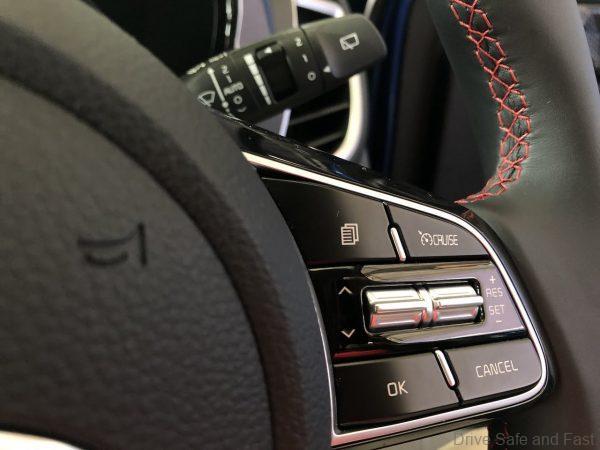 Kia Seltos_Naza Kia_GT-Line_steering controls