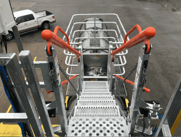 SafeRack Gangway and safety cage for truck loading