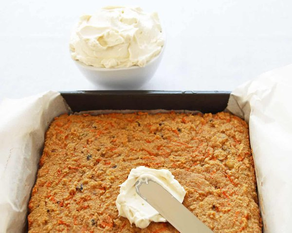 Icing Carrot Cake