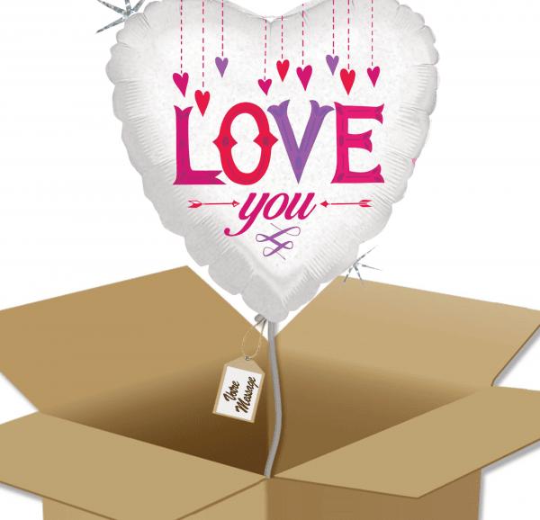 Ballon coeur Love you dans sa boîte.