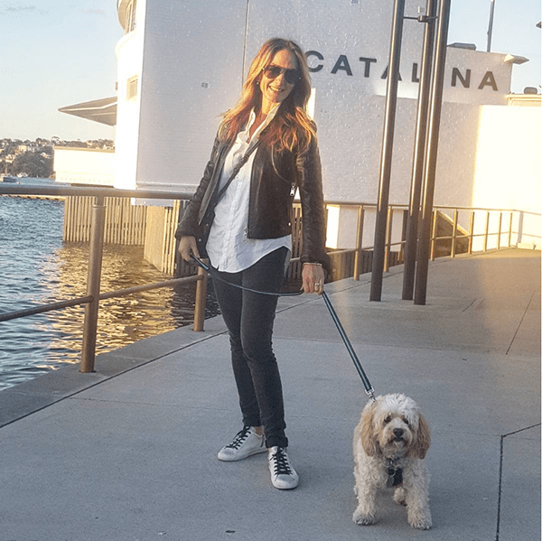 How to style leather jackets: styling a leather jacket white white sneakers for a casual outfit | 40plusstyle.com