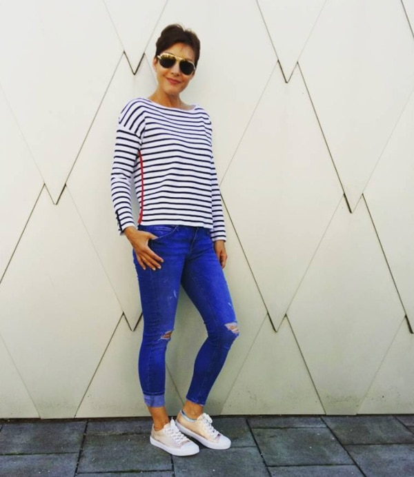 classic stripes outfit with sunglasses style | 40plusstyle.com