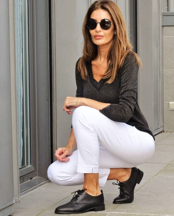 white pants with brogues | 40plusstyle.com