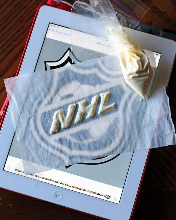 Piping NHL Chocolate Logo