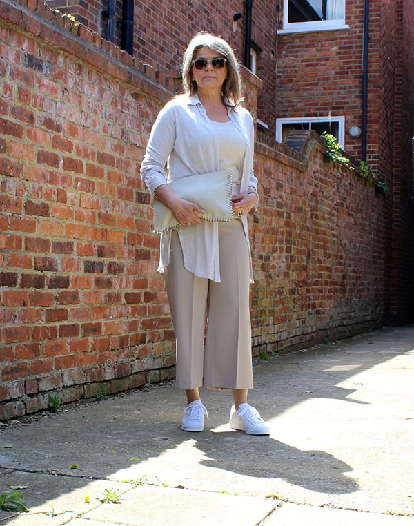 White top with nude pants outfit idea | 40plusstyle.com