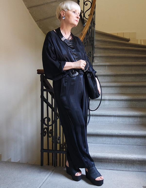 Katalin sue outfit: all black fashion | 40plusstyle.com