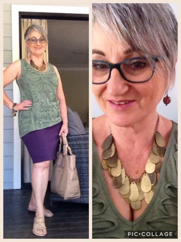This woman's gold statement necklace definitely adds a more stylish look to her overall outfit! | 40plusstyle.com