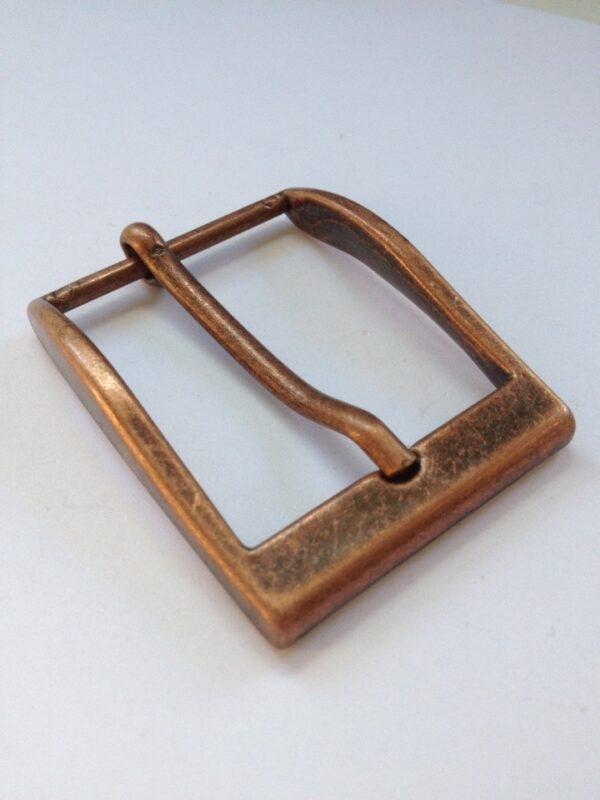   230р.   2   <p>Изящная пряжка для ремня, ширина 35 мм. Для мужского и женского ремня. Превосходное Итальянское качество.</p>