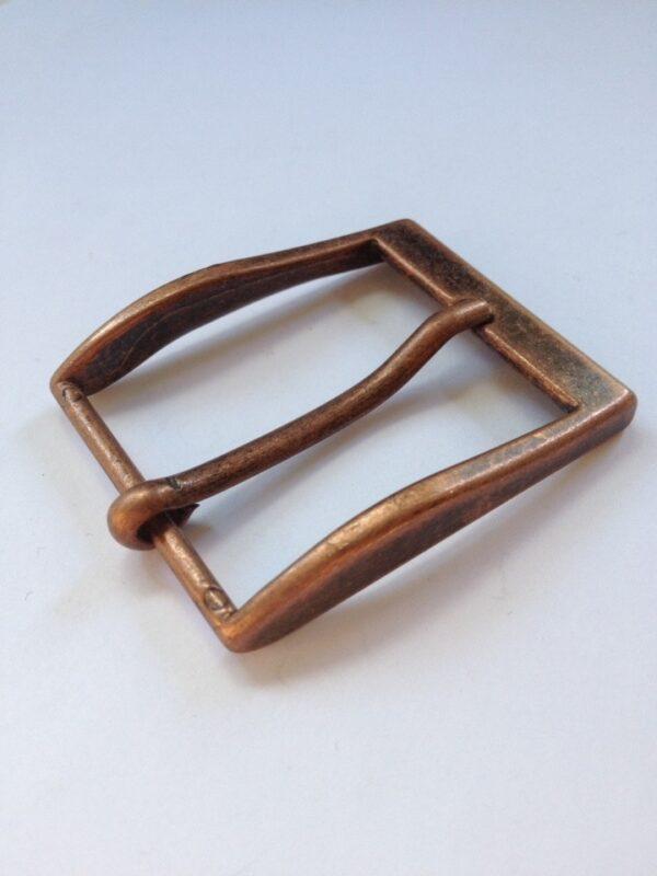   230р.   3   <p>Изящная пряжка для ремня, ширина 35 мм. Для мужского и женского ремня. Превосходное Итальянское качество.</p>