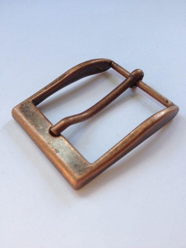   230р.   5   <p>Изящная пряжка для ремня, ширина 35 мм. Для мужского и женского ремня. Превосходное Итальянское качество.</p>