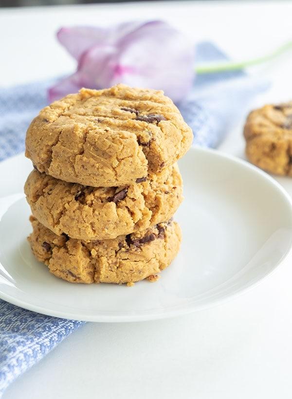5 ingredient gluten-free peanut butter chocolate chip cookie |onlyglutenfreerecipes.com