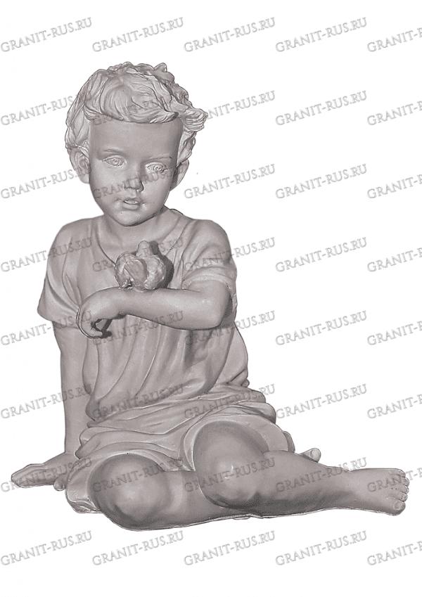 Скульптура из литьевого мрамора на могилу ангел с птичкой, ангел сидячий, ангел без крыльев