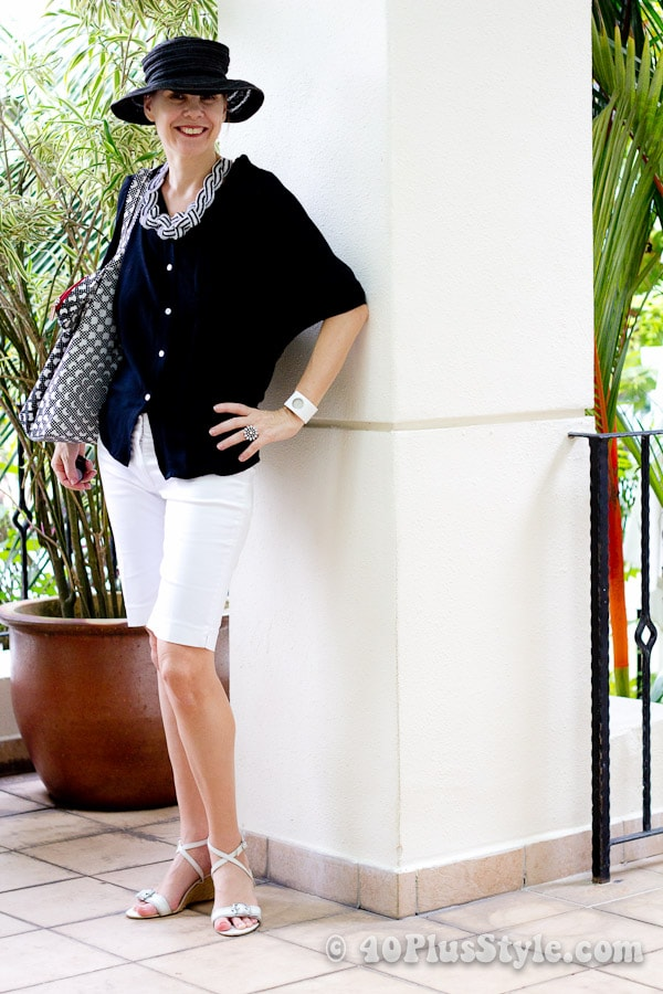 black and white holiday casual outfit with shorts | 40plusstyle.com