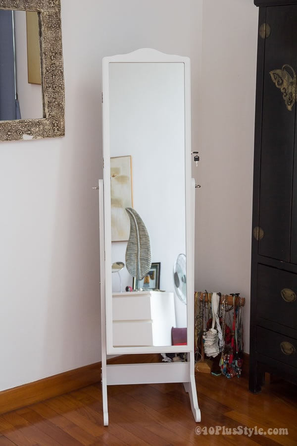 Jewelry storage hidden in mirror | 40plusstyle.com