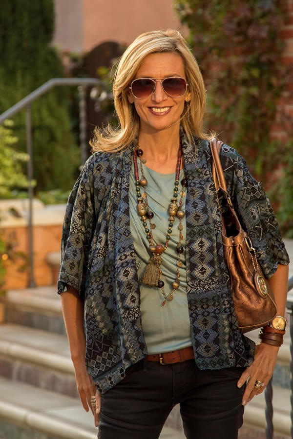 Wearing a printed jacket | 40plusstyle.com