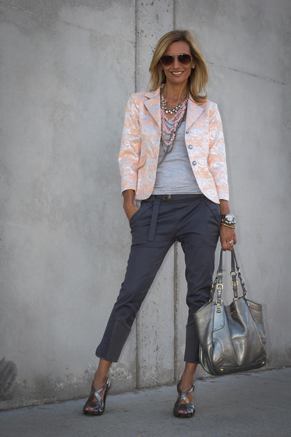 Wearing a printed jacket   40plusstyle.com