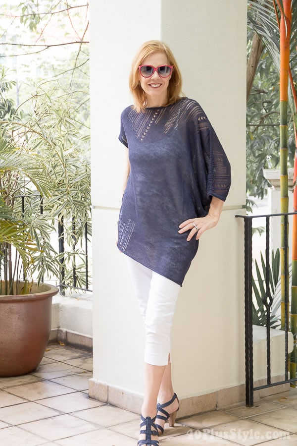 Knitted blue linen top with white capri pants | 40plusstyle.com