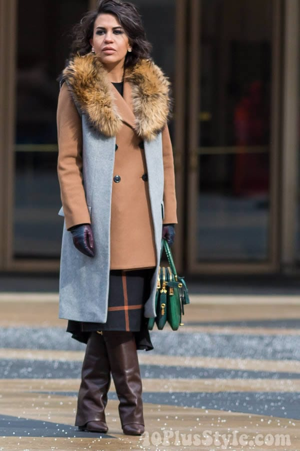Streetstyle inspiration: wearing camel - Layering with neutral tones | 40plusstyle.com