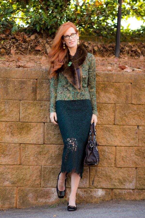 Fur Stole Lace Top Skirt Vintage Brooch | 40plusstyle.com