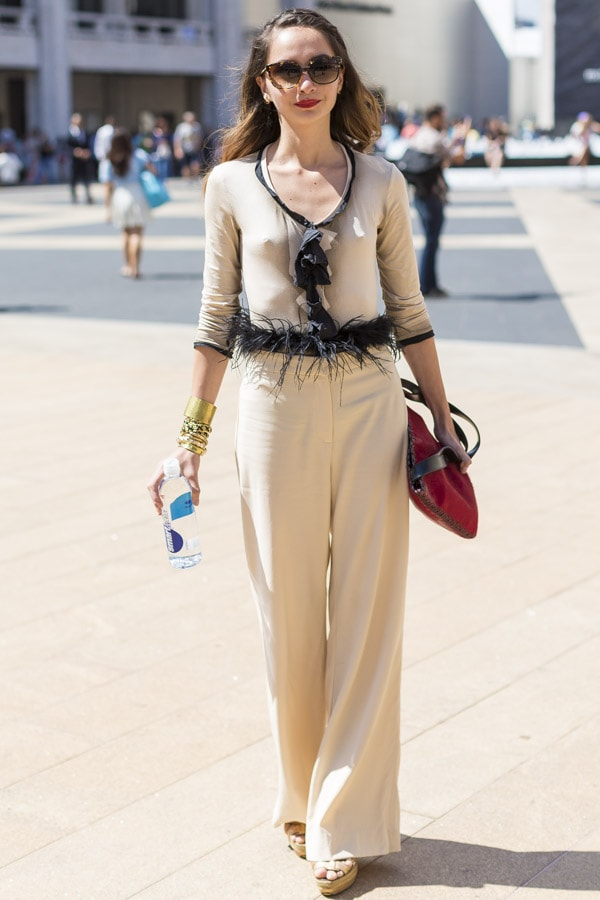 Streetstyle inspiration: Wide legged neutral co-ordinate outfit pants | 40plusstyle.com