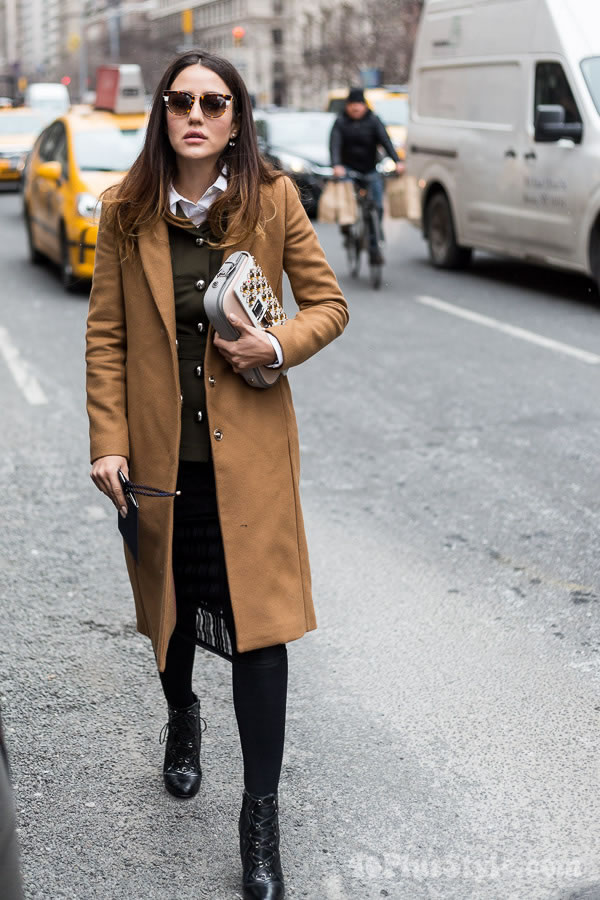Streetstyle inspiration: Olive green with tan outfit | 40plusstyle.com