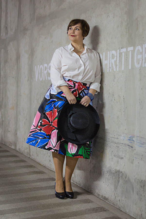 Ideas on how to wear a bold floral skirt | 40plusstyle.com