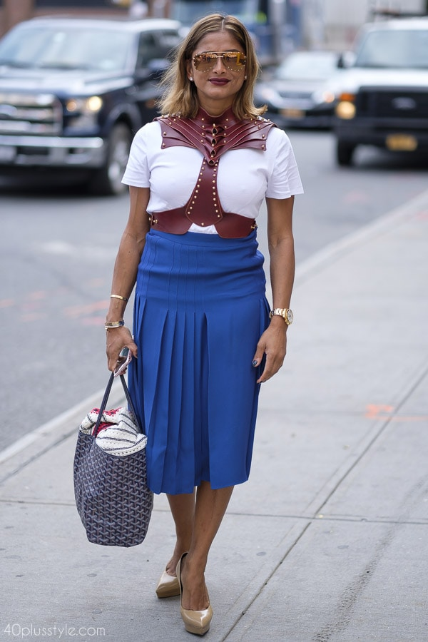 Simple outfits with a bold twist! | 40plusstyle.com