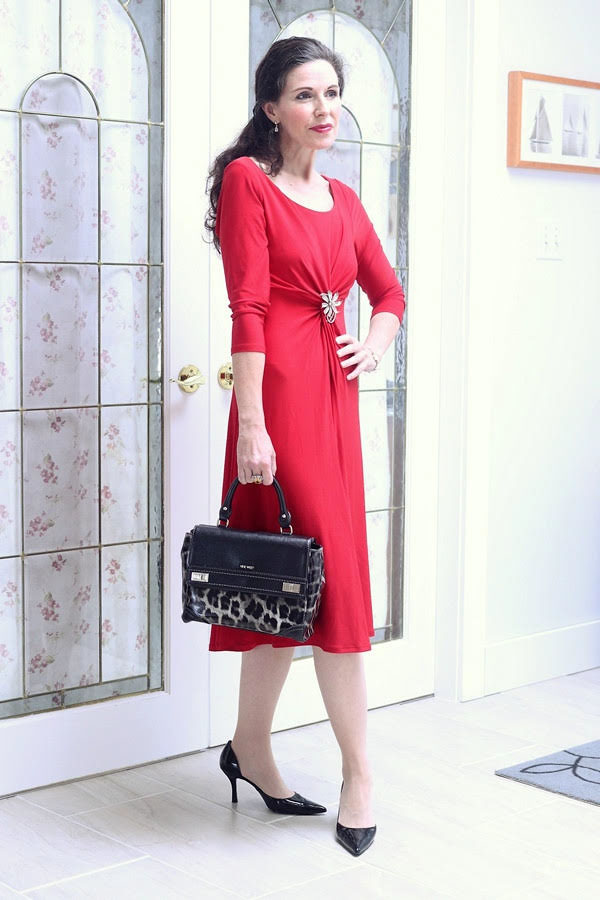 Elegant and glamorous outfits for women over 40 | 40plusstyle.com