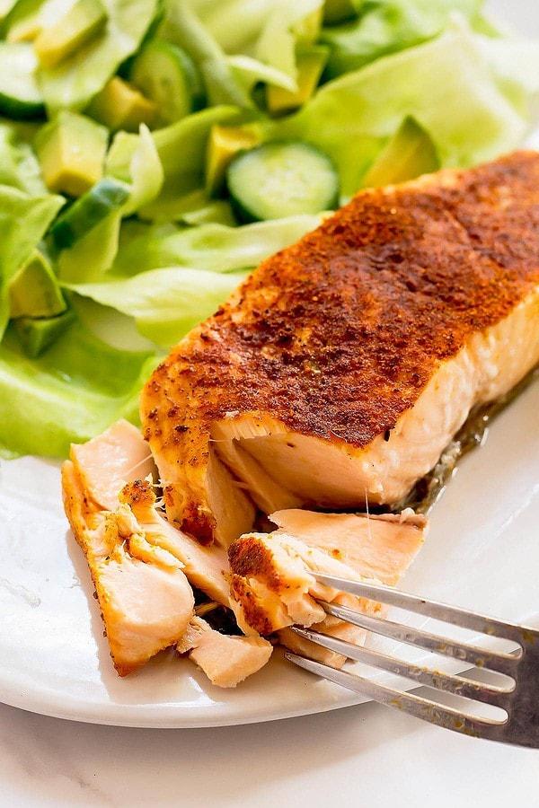 Flaking Tandoori Salmon with Fork