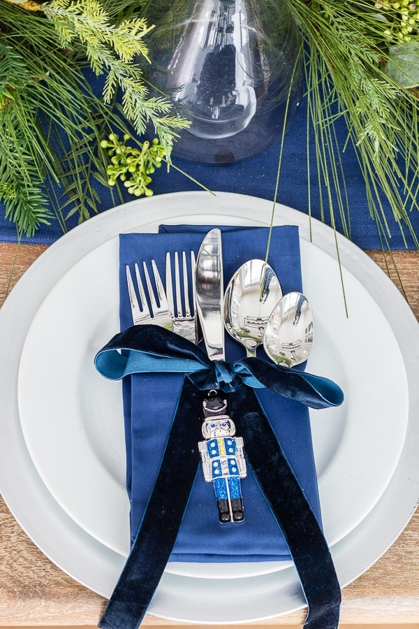 silver chargers christmas table setting