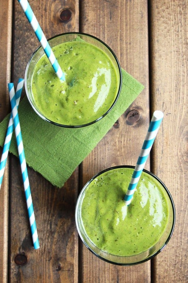 Green Smoothie with Mango and Pineapple