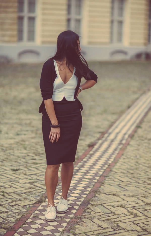 Chic in black and white | 40plusstyle.com