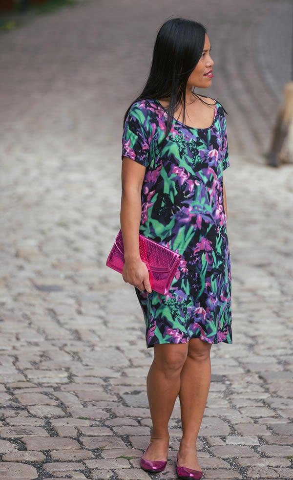 Souri wearing a flower dress   40plusstyle.com