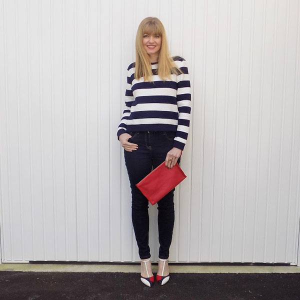 Striped sweatshirt with skinny jeans and colourblock shoes | 40plusstyle.com