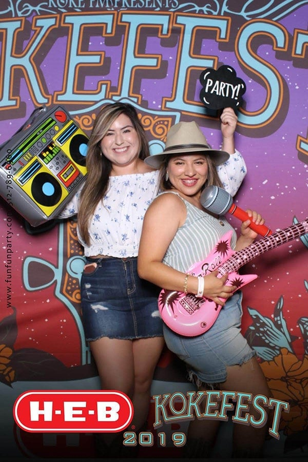 Mirror Me Photo Booth | Mirror Photo Booth Rental in Hutto TX | Fun Fun Party